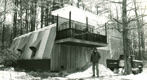 Picture of molded fiberglass building built by CFI.